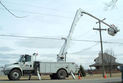 Altec AA55E Articulating Non-Overcenter Aerial Device Basic Operating Video (FREE)