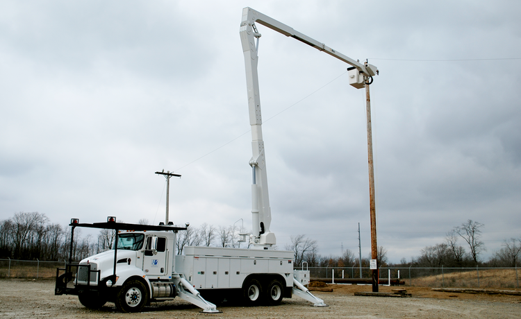Altec A Class Non-Overcenter Aerial Device Basic Operating Video (FREE)